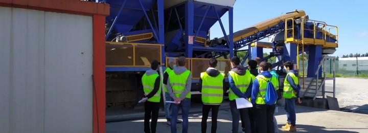 Estudantes do Grau em Engenharia Civil da Universidade de Santiago de Compostela visitam a planta de aglomerado em frío de Misturas